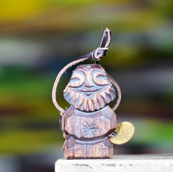Dyaryk für den Mann, Talisman des Wohlstands aus sib. Zedernholz, ca.6 cm