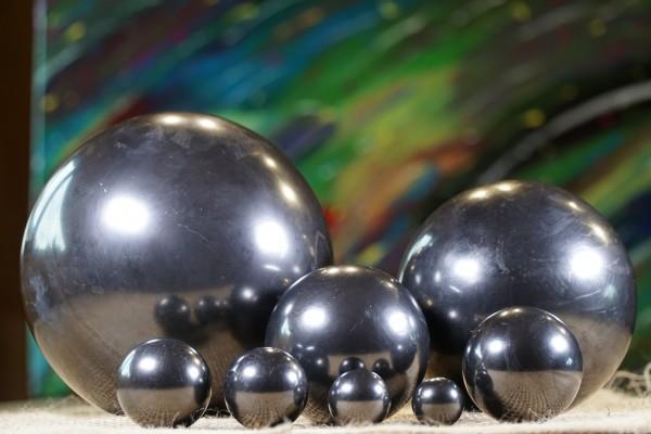 Schungit Kugel poliert - verschiedene Größen