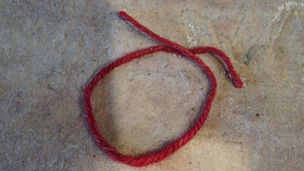Armband aus Brennnessel Faden- ROT Handarbeit