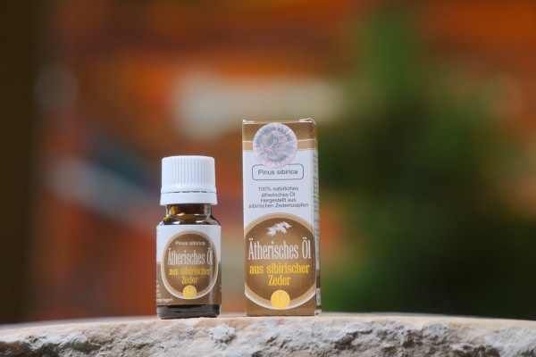 Ätherisches Öl aus Zedernzapfen 10ml, braun