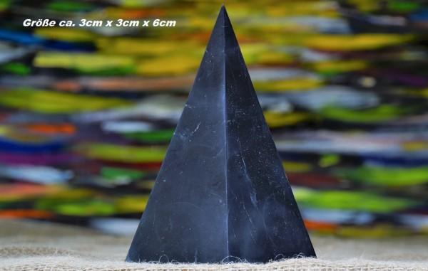 Schungit Pyramide hoch poliert - verschiedene Größen