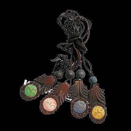 Talisman des Kindes, zum Umhängen, Ton auf Zedernholz, ca. 6 cm