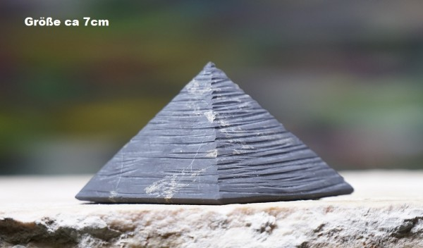 """Schungit Pyramide """"Karelien"""" matt, verschiedene Größen"""