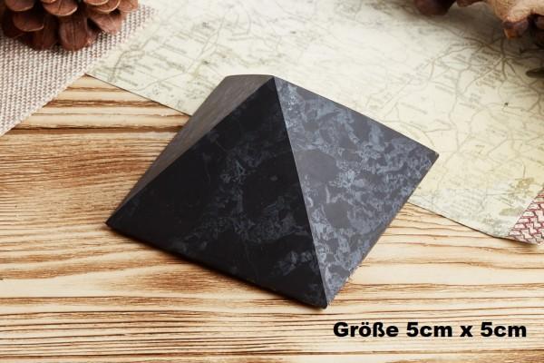 Schungit Pyramide Exklusiv mit Quarz - verschiedene Größen