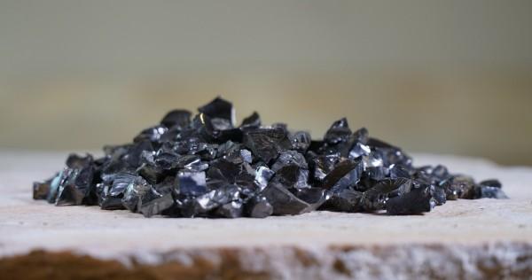 Edel-Schungit-Splitt 100g, ca.0,5-1,2 cm