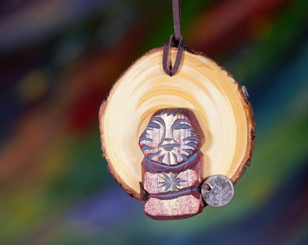 Dyaryk auf Zedernholzscheibe für den Mann, Talisman des Wohlstandes aus sib. Zedernholz, ca.11 cm