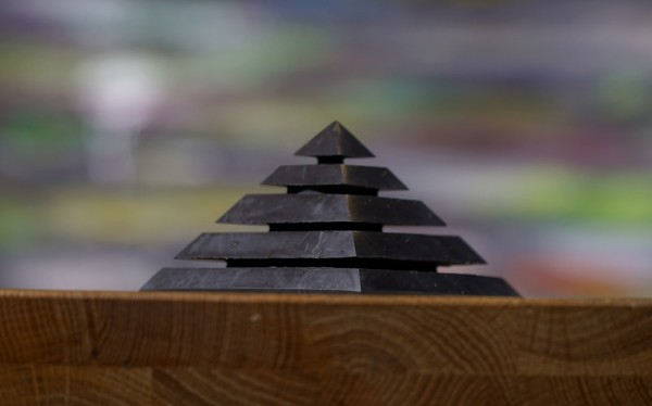 """Besondere Schungit Pyramide """"Sakara"""""""