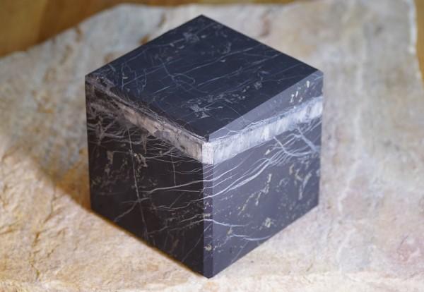 exklusiver Schungit Würfel matt mit Quarz 10cm - Typ 1